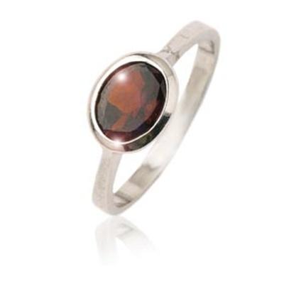 Stříbrný prsten s oválným granátem-VR 108