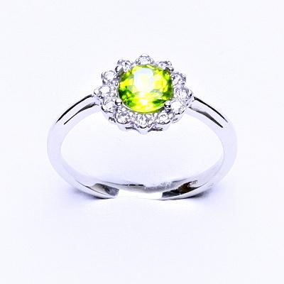Stříbrný prsten, přírodní olivín, čiré zirkony, T 1495