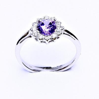 Stříbrný prsten, zirkon ametyst, čiré zirkony, T 1495