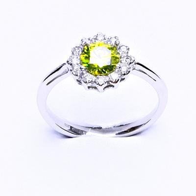 Stříbrný prsten, zirkon olivín, čiré zirkony, T 1495