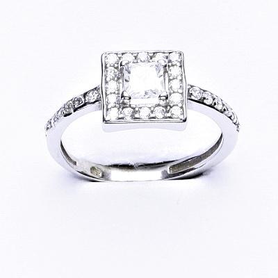 Stříbrný prsten se syntetickým zirkonem