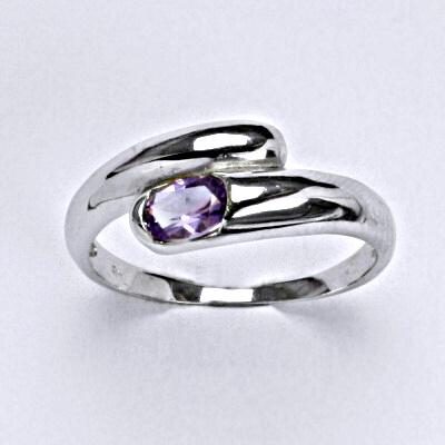 Stříbrný prsten s přírodním ametystem 5 x 4 mm VR 289
