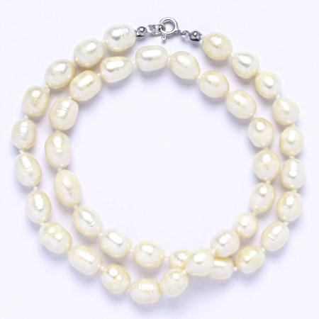 Náhrdelník perly pravé říční,šperky se stříbrným zapínáním, uzlíkované, 8 - 9 bílé