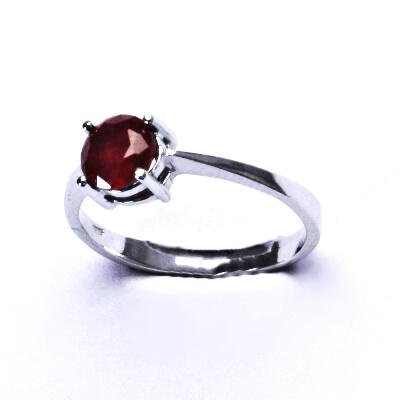 Stříbrný prsten,přírodní rubín,prstýnek ze stříbra, T 1250