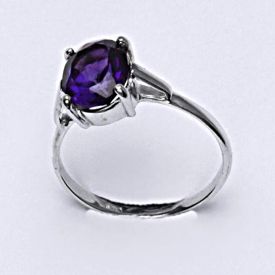 Stříbrný prsten s přírodním ametystem tmavým 10 x 8 mm, T 1467 (Pouze do velikosti 57 )