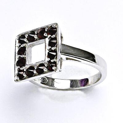 Stříbrný prsten s přírodními granáty,prsten ze stříbra,váha 3,55 g