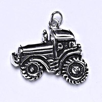 Stříbrný přívěšek traktor s patinou, přívěsek ze stříbra P 128