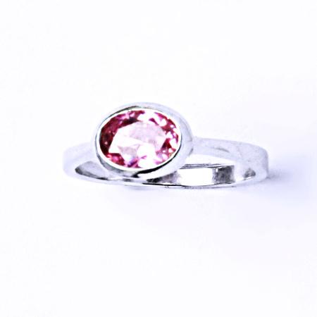 Stříbrný prsten se syntetickým zirkonem (růžový zirkon) VR 108