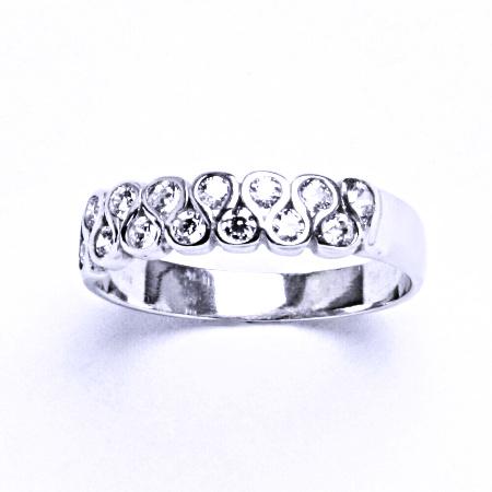 Stříbrný prsten se syntetickým zirkonem VR 83