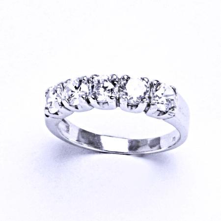Stříbrný prsten se syntetickým zirkonem VR 105
