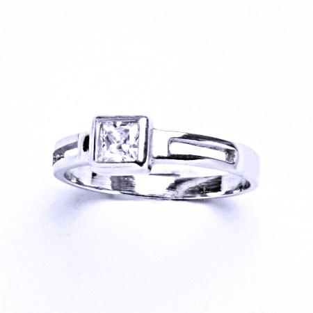 Stříbrný prsten se syntetickým zirkonem VR 246