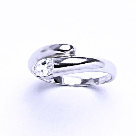 Stříbrný prsten se syntetickým zirkonem VR 289