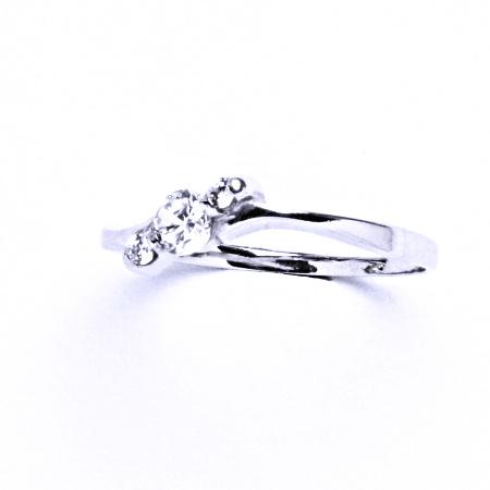 Stříbrný prsten se syntetickým zirkonem VR 218