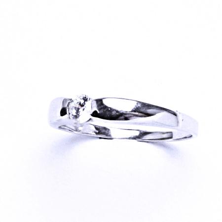 Stříbrný prsten se syntetickým zirkonem VR 126
