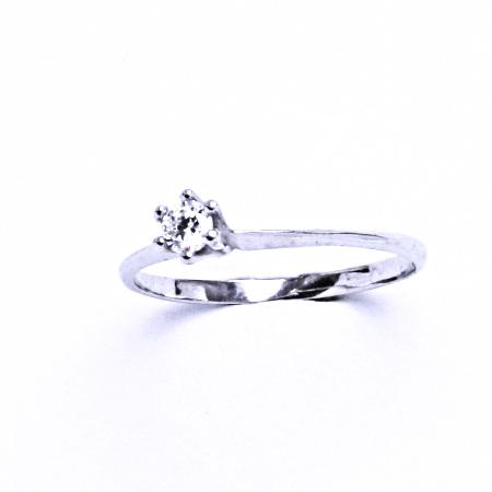 Stříbrný prsten se syntetickým zirkonem VR 324