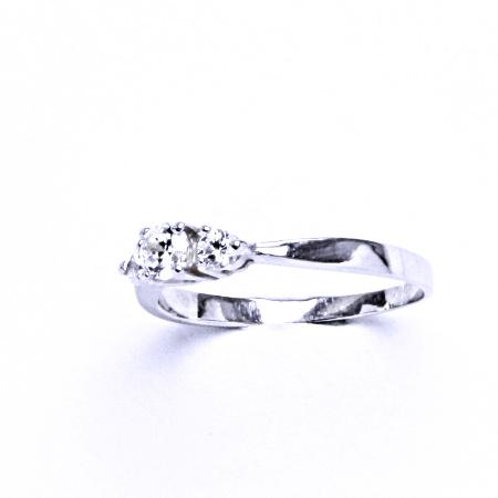 Stříbrný prsten se syntetickým zirkonem VR 330
