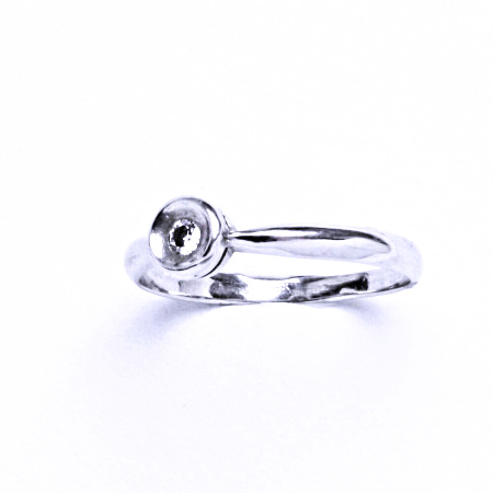 Stříbrný prsten se syntetickým zirkonem VR 120