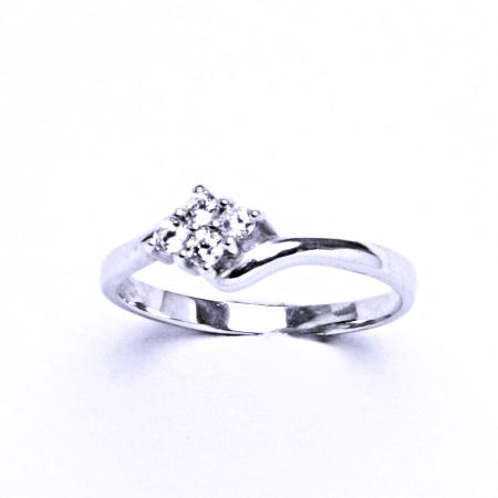 Stříbrný prsten se syntetickým zirkonem VR 135
