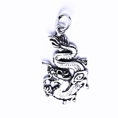 Stříbrný přívěšek, čínský drak s patinou, P 774