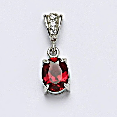 Stříbrný přívěšek se syntetickým rubínem, šperk P 1244/2