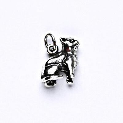Stříbrný přívěsek s patinou, figurka sedící kočka, přívěšek ze stříbra, P 719