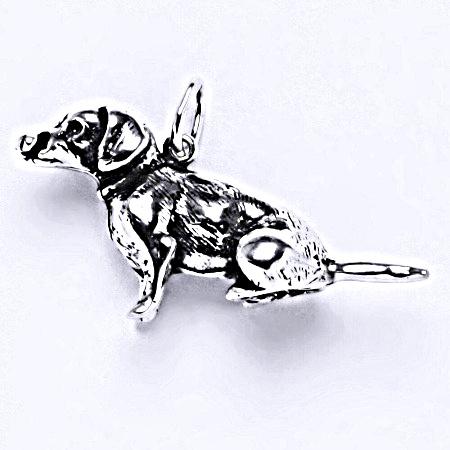 Stříbrný přívěšek, figurka sedící jezevčík, přívěšek ze stříbra s patinou, P 304