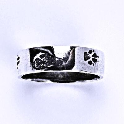 Stříbrný prstýnek s patinou, psí tlapky prsten T 1335