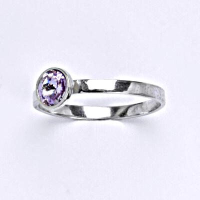 Stříbrný prsten se Swarovski krystalem violet, T 1336