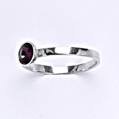 Stříbrný prsten se Swarovski krystalem amethyst, T 1336