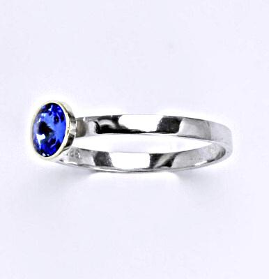 Stříbrný prsten se Swarovski krystalem saphire, T 1336