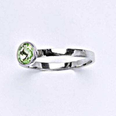 Stříbrný prsten se Swarovski krystalem chryzolite, T 1336