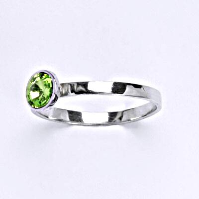 Stříbrný prsten se Swarovski krystalem peridot, T 1336