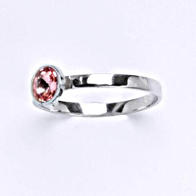 Stříbrný prsten se Swarovski krystalem light rose, T 1336