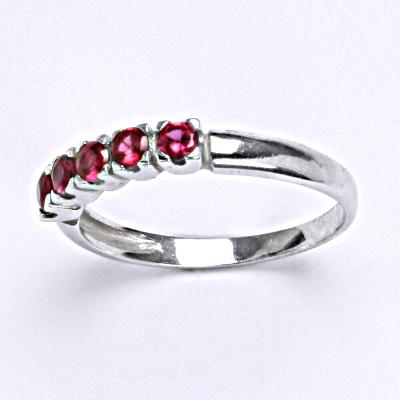 Stříbrný prsten se syntetickými rubíny, T 1392