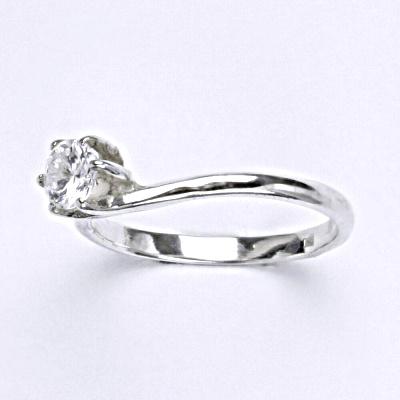Stříbrný prsten s čirým zirkonem, zásnubní prsten ze stříbra T 1059