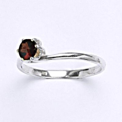 Stříbrný prsten s granátem, zásnubní prsten ze stříbra T 1059