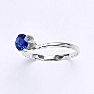 Stříbrný prsten se spinelem, zásnubní prsten ze stříbra T 1059 S
