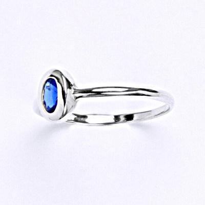 Stříbrný prsten se spinelem T 1124