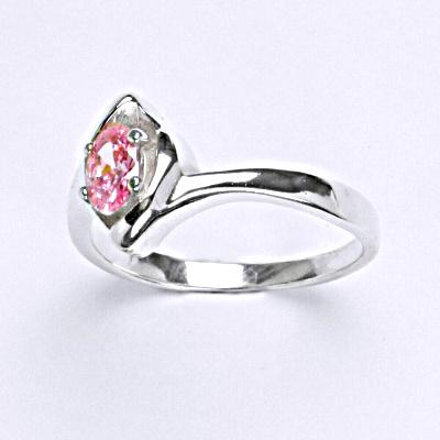 Stříbrný prsten s růžovým zirkonem, T 1232