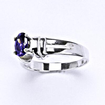 Prsten stříbrný se zirkonem, T 1087 ametyst