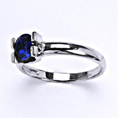 Stříbrný prsten se syntetickým spinelem, T 1273