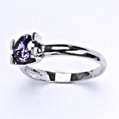 Stříbrný prsten se syntetickým ametystem, T 1273