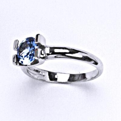 Stříbrný prsten se syntetickým akvamarínem, T 1273