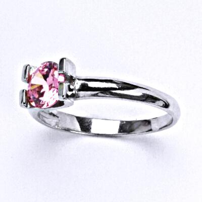 Stříbrný prsten se syntetickým růžovým zirkonem, T 1273