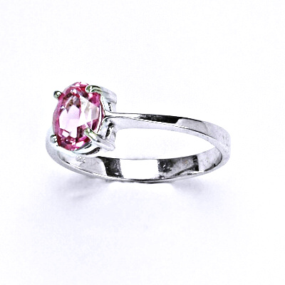 Stříbrný prsten se syntetickým růžovým zirkonem 7x5 mm, T 1246