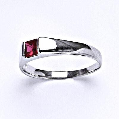 Stříbrný prsten se syntetickým rubínem,prsten ze stříbra,T 1442