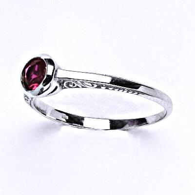 Stříbrný prsten se syntetickým rubínem,prsten ze stříbra,T 1443