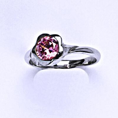 Stříbrný prsten s růžovým zirkonem T 1271