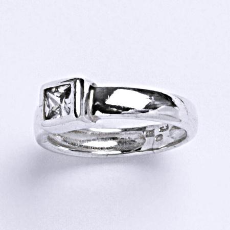 Stříbrný prsten s čirým zirkonem T 1091