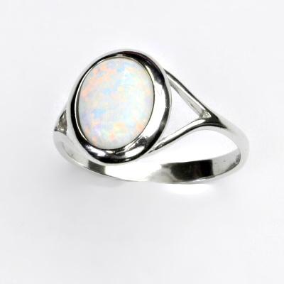 Zlatý prsten, bílé zlato, bílý syntetický opál, prstýnek se syntetickým opálem, T 1453